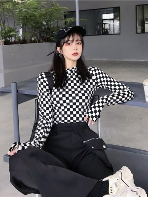 Chaeryeong – ITZY Black And White Checkerboard Long-Sleeved Shirt (11)