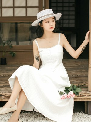Hyuna – White Sling Dress (12)