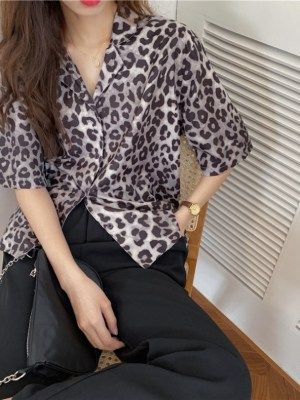 Seulgi – Red Velvet Leopard Chiffon Shirt (17)