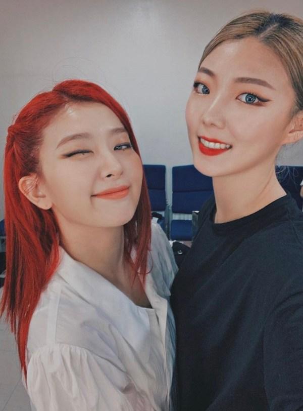 White Short-Sleeved Blouse | Seulgi – Red Velvet