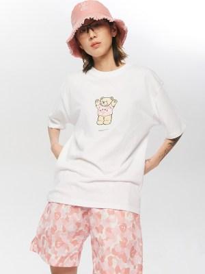 Taeyong – NCT White Cute Bear Hug T-Shirt (1)