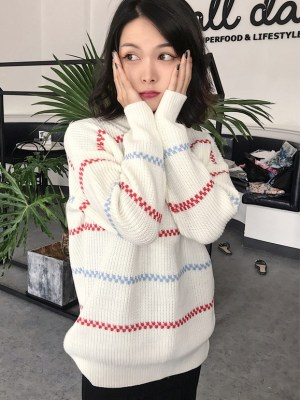 IU – White Round Neck Sweater (1)