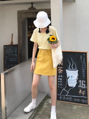 IU – Yellow A-Line Denim Skirt (4)