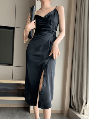Lisa – BlackPink Black Twist Midi Dress (16)