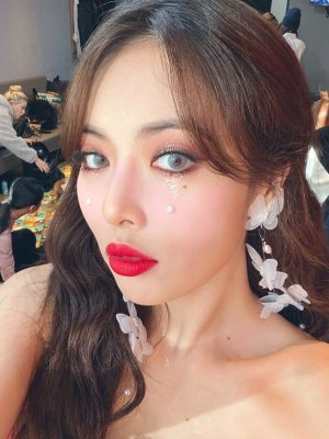 White Butterfly Earrings | Hyuna