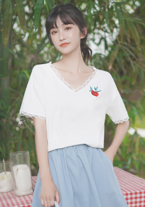 Old Rose V-Neck T-Shirt With Lace Edges