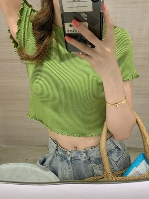 Seulgi – Red Velvet Green Lettuce-Edge Top (24)