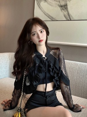 Lisa – BlackPink Black Frilled Lace Top (18)