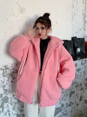 Yuqi – (G)I-DLE Pink Zip-Up Fluffy Hoodie (12)