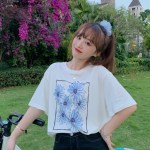 White T-Shirt With Blue Flowers | DK – Seventeen