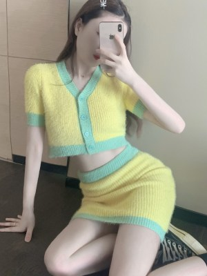 Jennie – BlackPink Yellow Cropped Cardigan (5)
