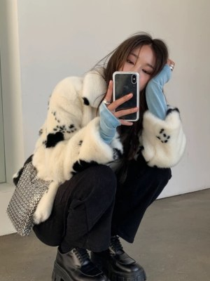 Jisoo -BlackPink Cow Print Fur Jacket (6)