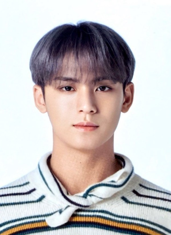 Tie-Collar Striped Sweater | Mingyu – Seventeen