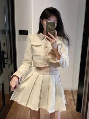 Rose – BlackPink Beige Pleated Skirt (1)