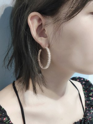 Ko Moon‑Young – It's Okay Not To Be Okay C-Shaped Earrings (4)