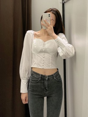 Seulgi – Red Velvet White Puffed Sleeve Top (12)