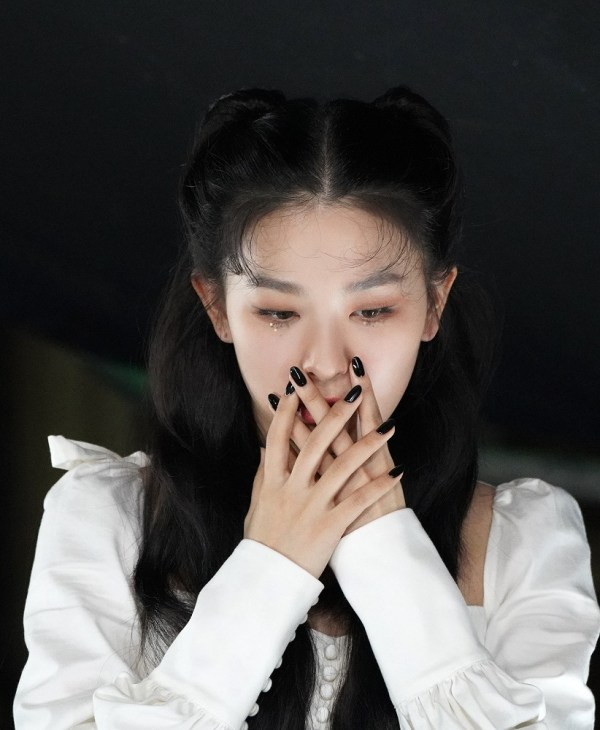 White Puffed Sleeve Top   Seulgi – Red Velvet