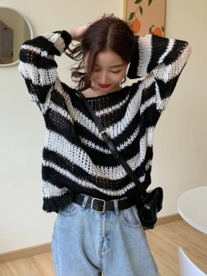 Hoshi Hollow Knit Sweater (3)