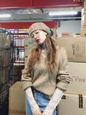 Beige Knotted Designed Sweater | Hyuna