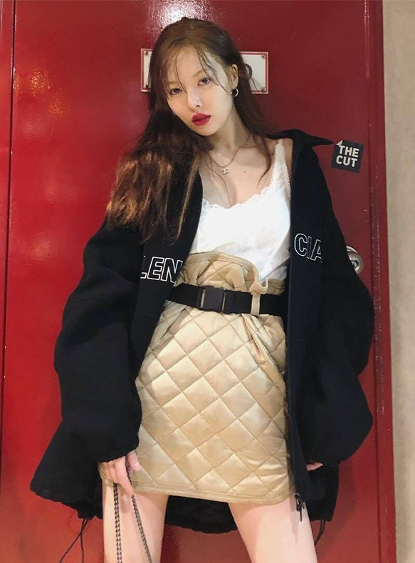 Beige Suede Diamond Pattern Skirt   Hyuna