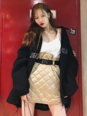 Beige Suede Diamond Pattern Skirt | Hyuna