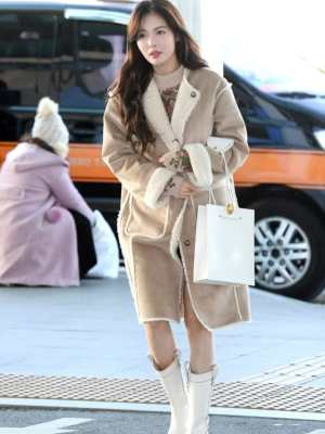 Reversible Plush Beige Coat | Hyuna