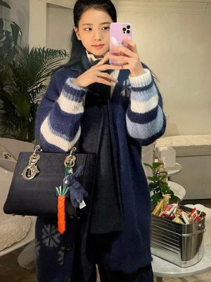Oversized Bear and Snowflake Patterned Cardigan   Jisoo – BlackPink