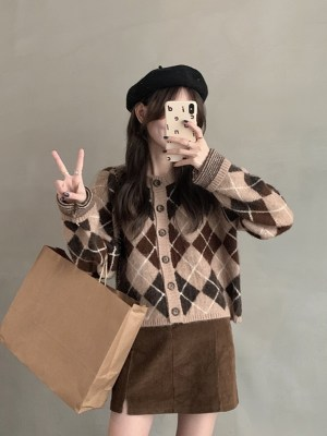 Oh Mi Joo – Run On Brown Argyle Patterned Cardigan (11)