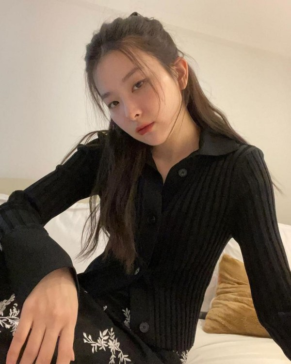 Black Rib Knit Collared Cardigan | Seulgi – Red Velvet