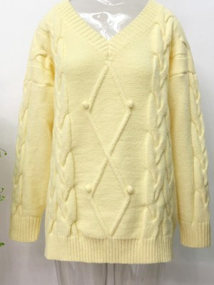IU – Yellow V-Neck Knit Sweater (3)