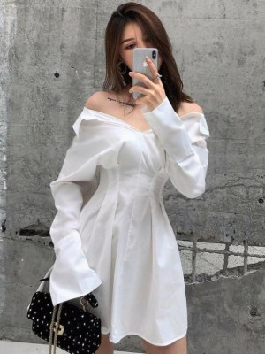 Soojin – (G)I-DLE White Off-Shoulder Shirt Dress (7)