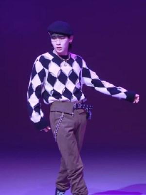 Black And White Diamond Patterned Sweater | Key – SHINee