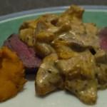 Rôti de bœuf, sauce aux girolles