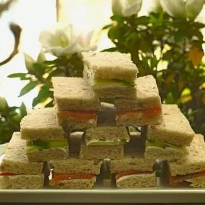 Mini-sandwichs saumon & concombre à l'anglaise
