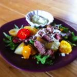 Salade tiède de bœuf, sauce avocat-basilic