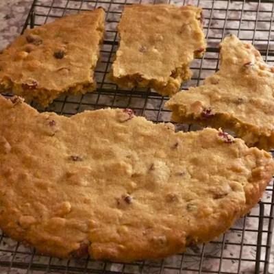 Cookie géant chocolat blanc, macadamia, cranberries