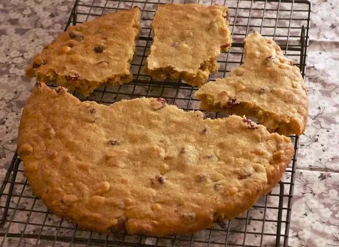 cookies-geant-chocolat-macadamia-cranberries