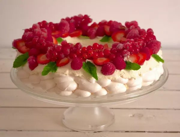 pavlova-christmas-wreath