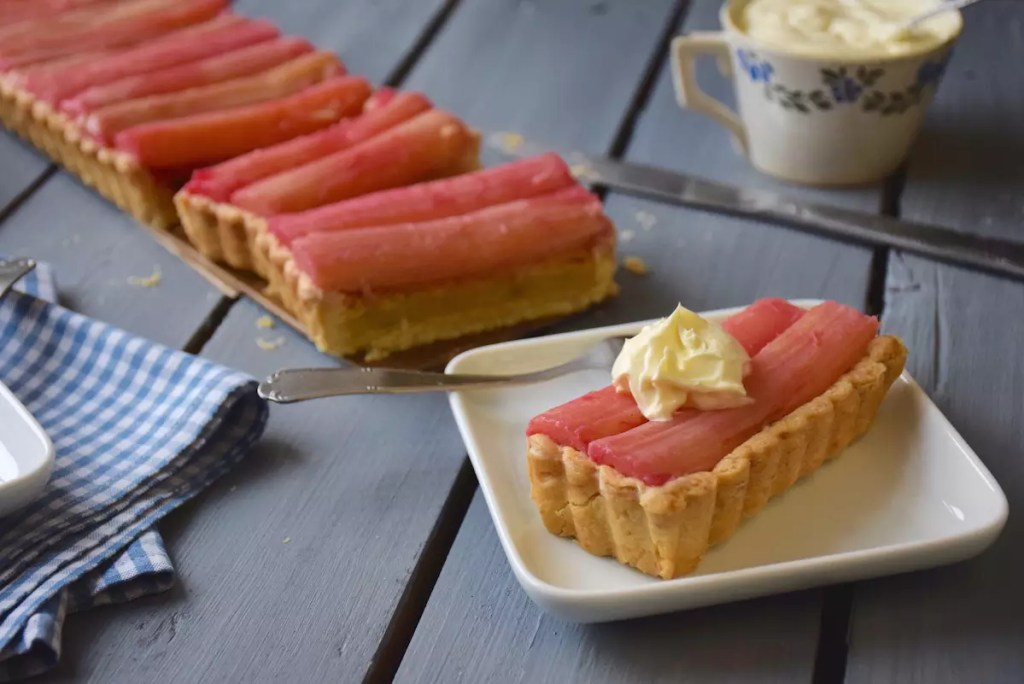 tarte rhubarbe à la crème d'amande