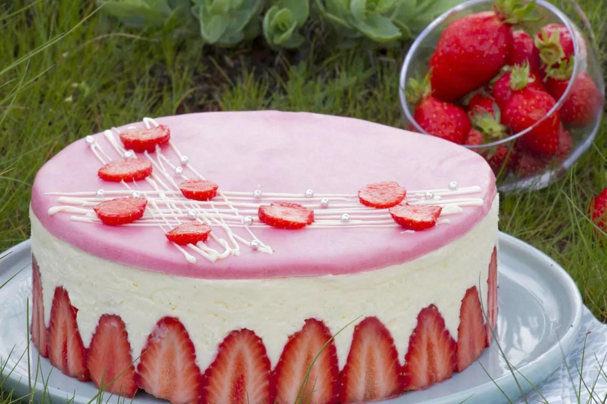 fraisier-cake-traditional