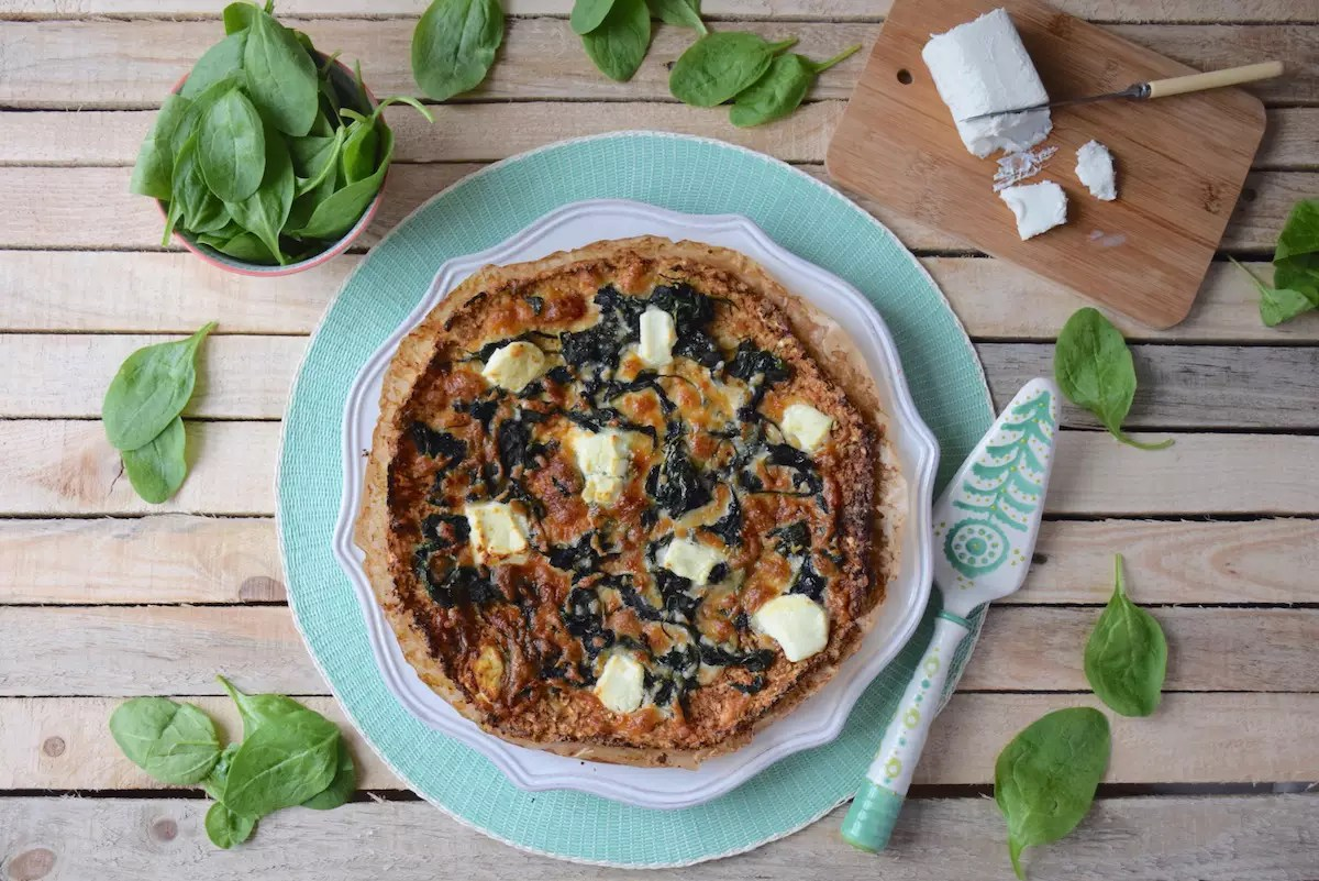 Cauliflower pizza crust spinach and goat cheese