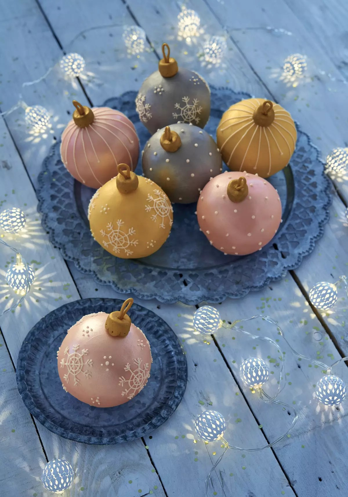 christmas-bauble-cake