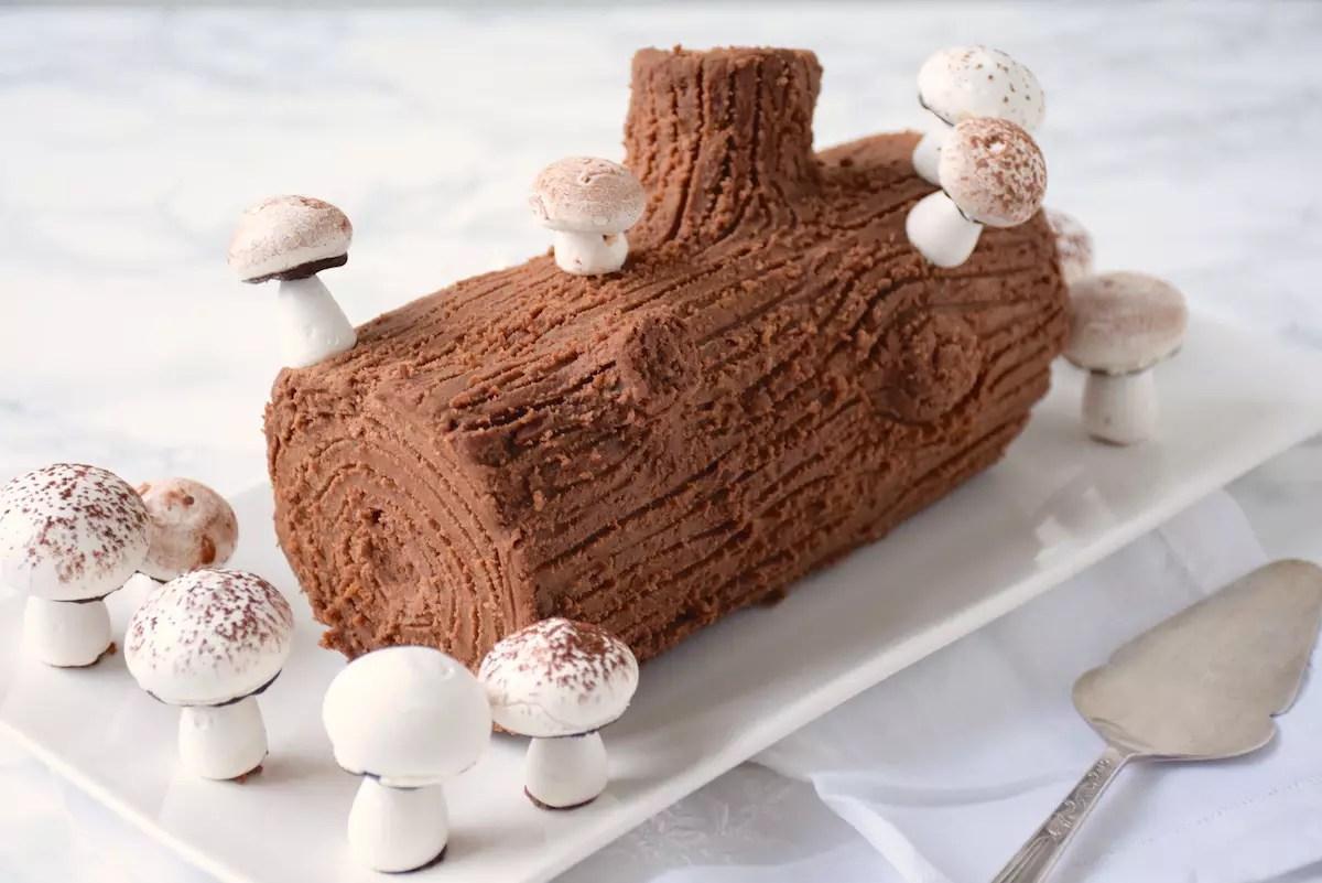 Meringue mushroom to decorate your Christmas log
