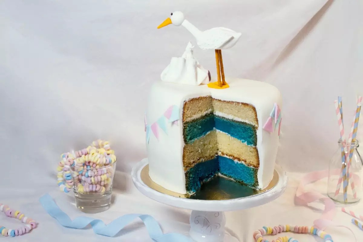 Gâteau gender reveal cigogne