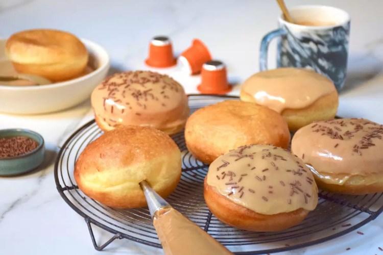Donuts au café