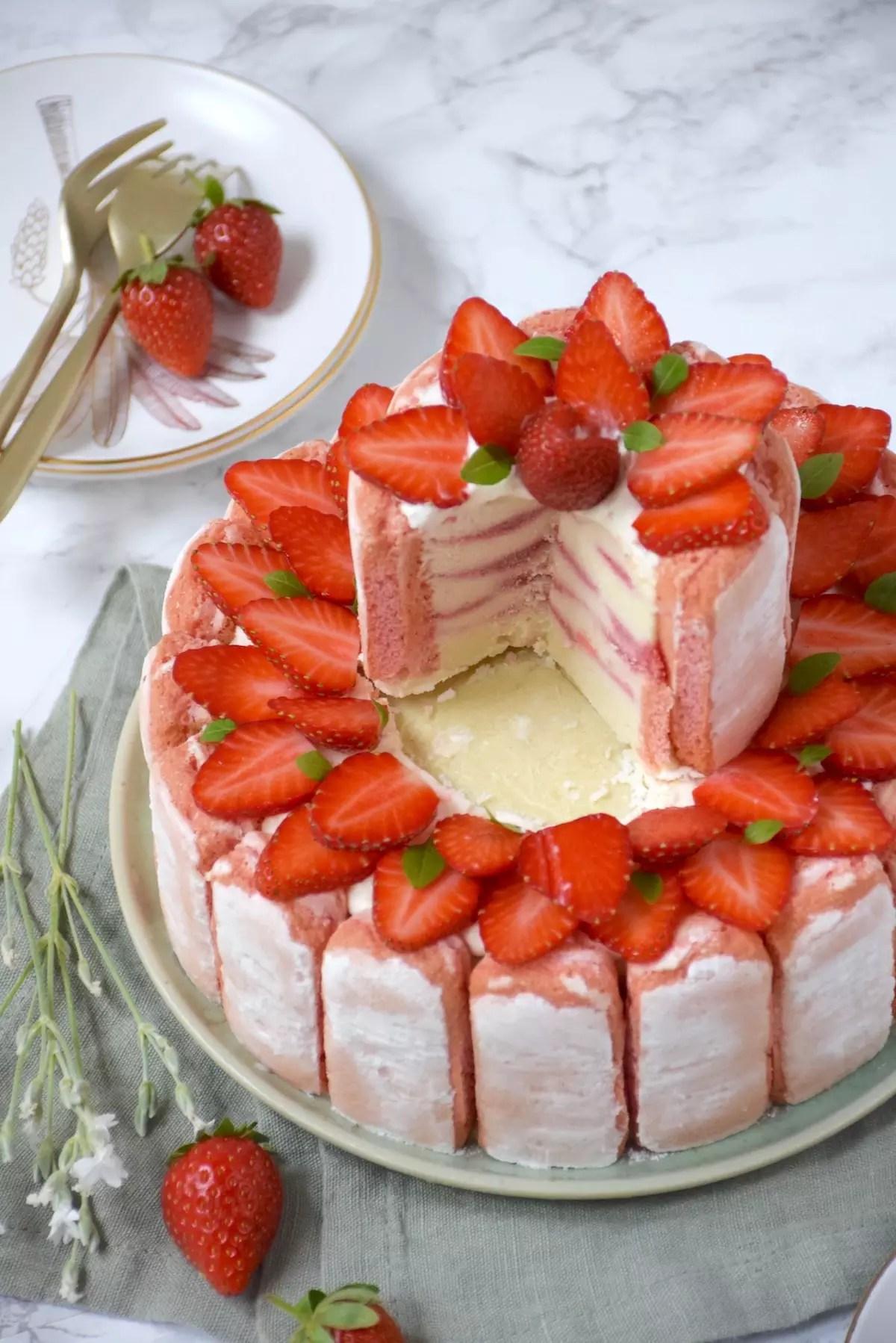 Charlotte glacée rhubarbe yaourt fraise