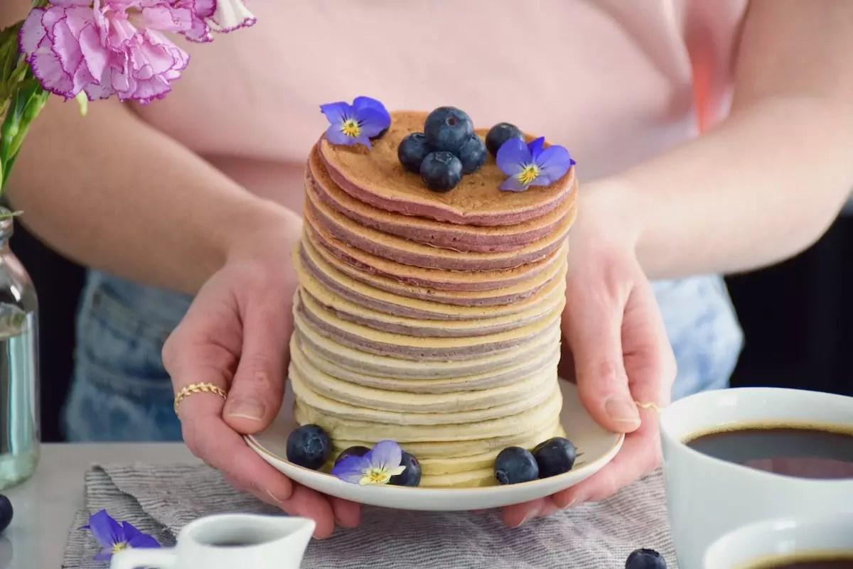 Rainbow pancakes framboise végétaux