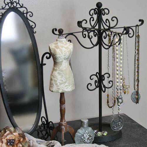 21 Useful DIY Jewelry Holders
