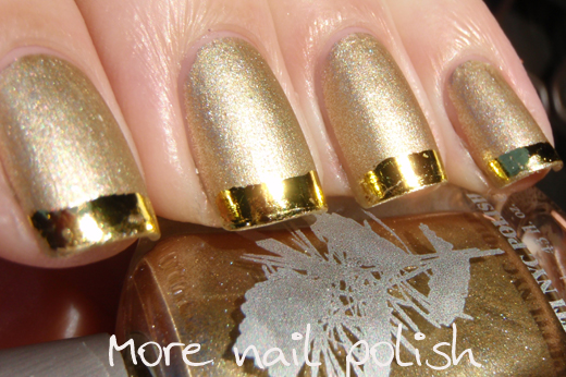 Nails With Golden Designs 18
