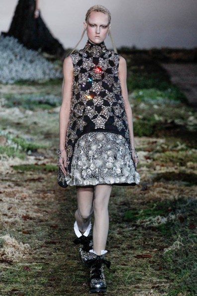 alexander-mcqueen-fall-winter-2014-show26